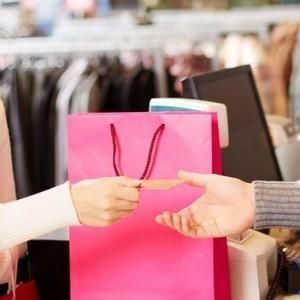 Закон прав потребителей можно вернуть подарочный пакет