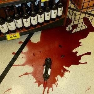 Кто платит за разбитую бутылку в магазине