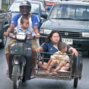 Обустроенное детское место на мотоцикле