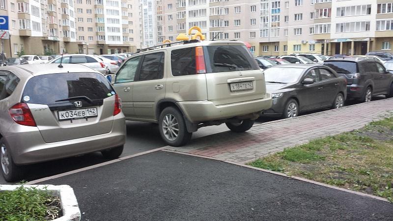 Неправомерно оштрафовали за парковку на тротуаре