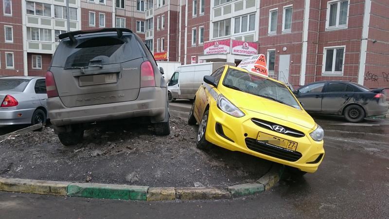 Парковка на тротуаре и штраф за неё