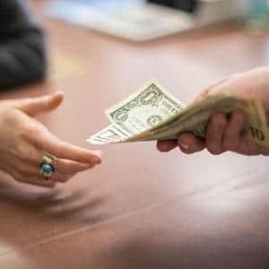 Порядок взыскания долгов через судебных приставов