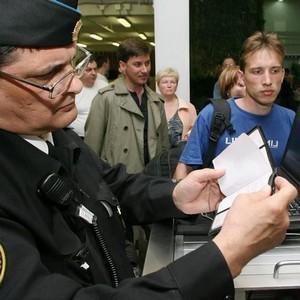 Как узнать действует ли запрет на выезд за границу и как его снять