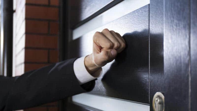 Что делать если коллекторы постоянно звонят по чужому кредиту