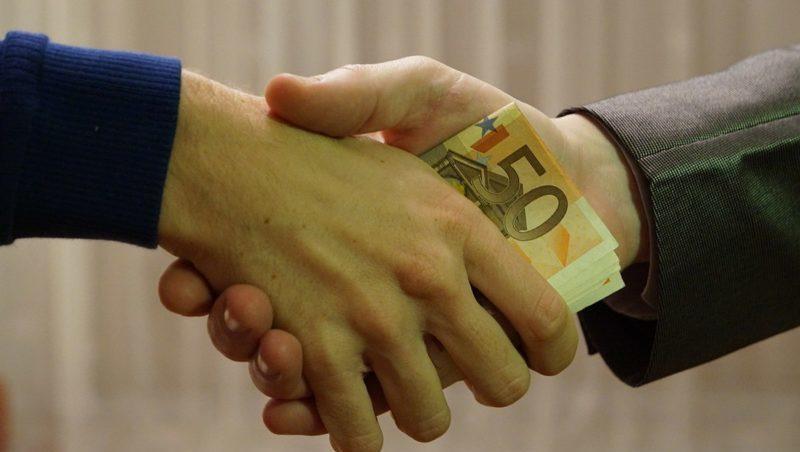 Чем отличается взятка от коммерческого подкупа
