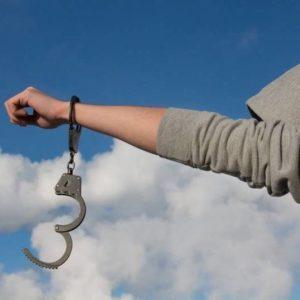 Кто по закону отвечает за кражу совершенную несовершеннолетним лицом