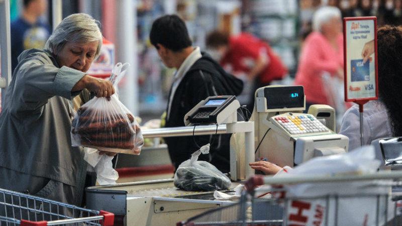 Как можно наказать продавца за обвешивание покупателей по ст. 200 УК РФ