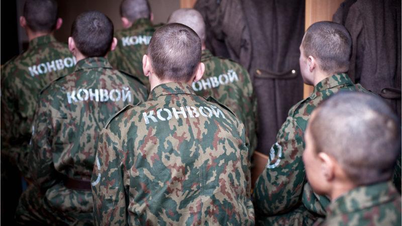 Кому назначают наказание в виде содержания в дисциплинарной воинской части