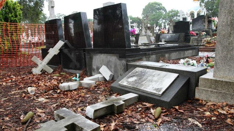Каково наказание за надругательство над телами умерших и местами их захоронения