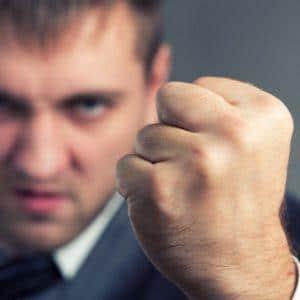Как наказывают по УК РФ за насильственные действия в отношении начальника
