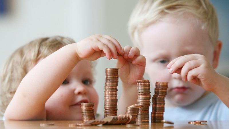 Как много платят за приемных детей в России
