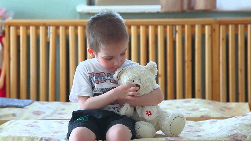 Как можно сдать ребенка в детдом или интернат?